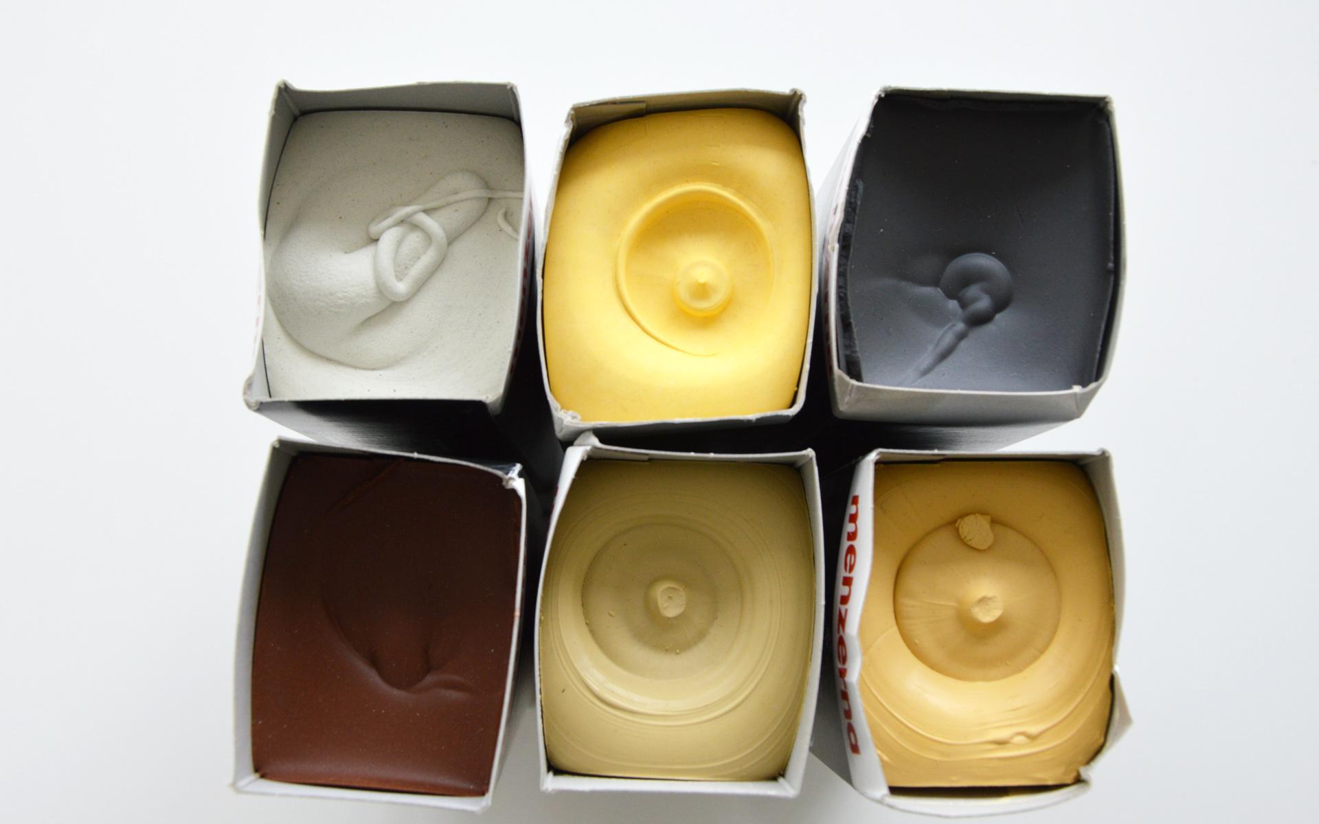 Die Farbgebung der Polierpasten sind natürlich oder künstlich herstellbar.