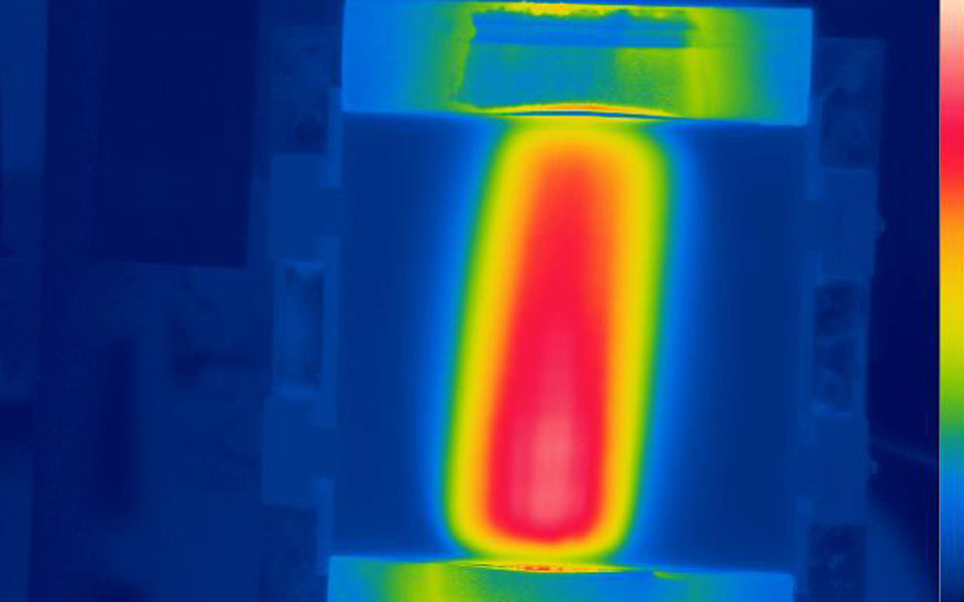Wärmebildaufnahme beim Polieren. Die Temperatur ist ein Schlüsselfaktor für stabile Polierverfahren.