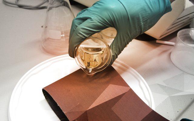 Schleiföl erzeugt den positiven Effekt, dass das Schleifband eine längere Haltbarkeit aufzeigt und die Schleifergebnisse sich verbessern.